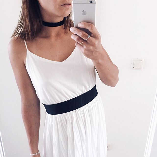 Thinking about little things that make me happy wearing my favorite dress is definitely one of those things! #ootd #whitedress #choker #blackandwhite #zaradaily #chokernecklace