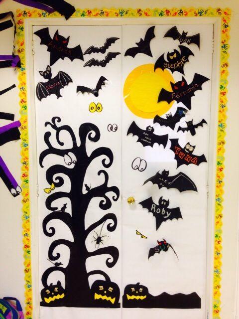 Aqu algunas ideas de puertas con motivos de halloween for Decoracion de puertas de dia de muertos