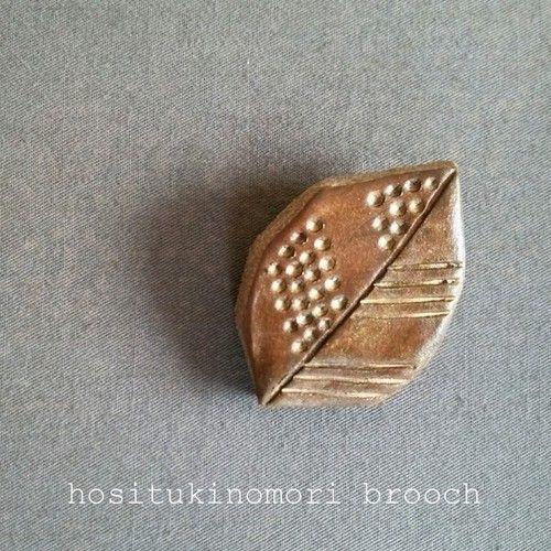 陶器ブローチ(葉っぱ)