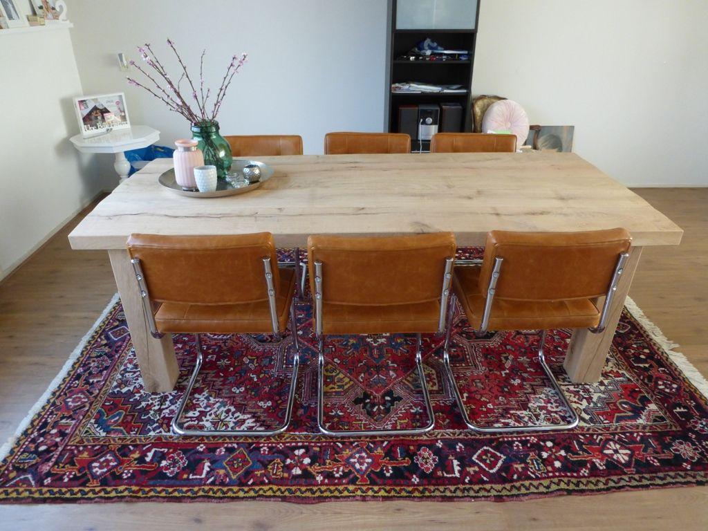 Perzisch tapijt onder je moderne tafel interior livingroom pinterest perzisch tapijt - Tapijt onder de eettafel ...
