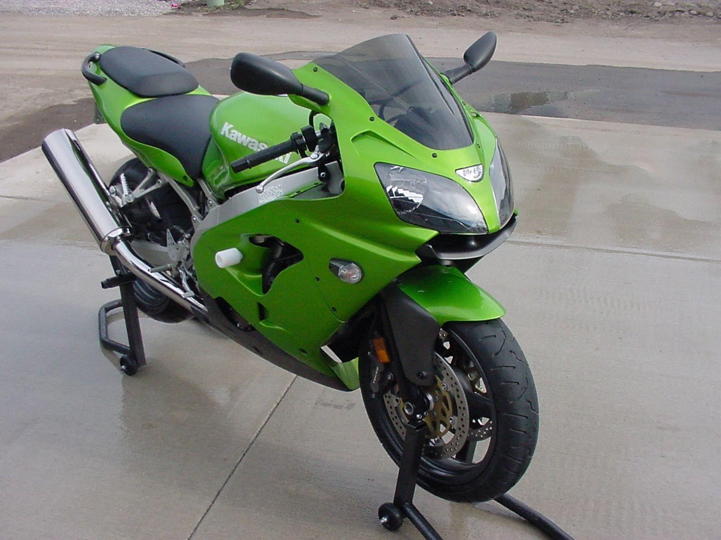 Kawasaki ZX9r - http://www.biketrade.co.uk/kawasaki