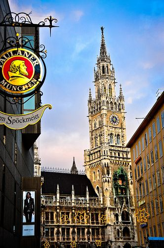 Neues Rathaus And Christmas Market At Marienplatz Munich Germany Munich Germany Christmas In Germany Germany Castles