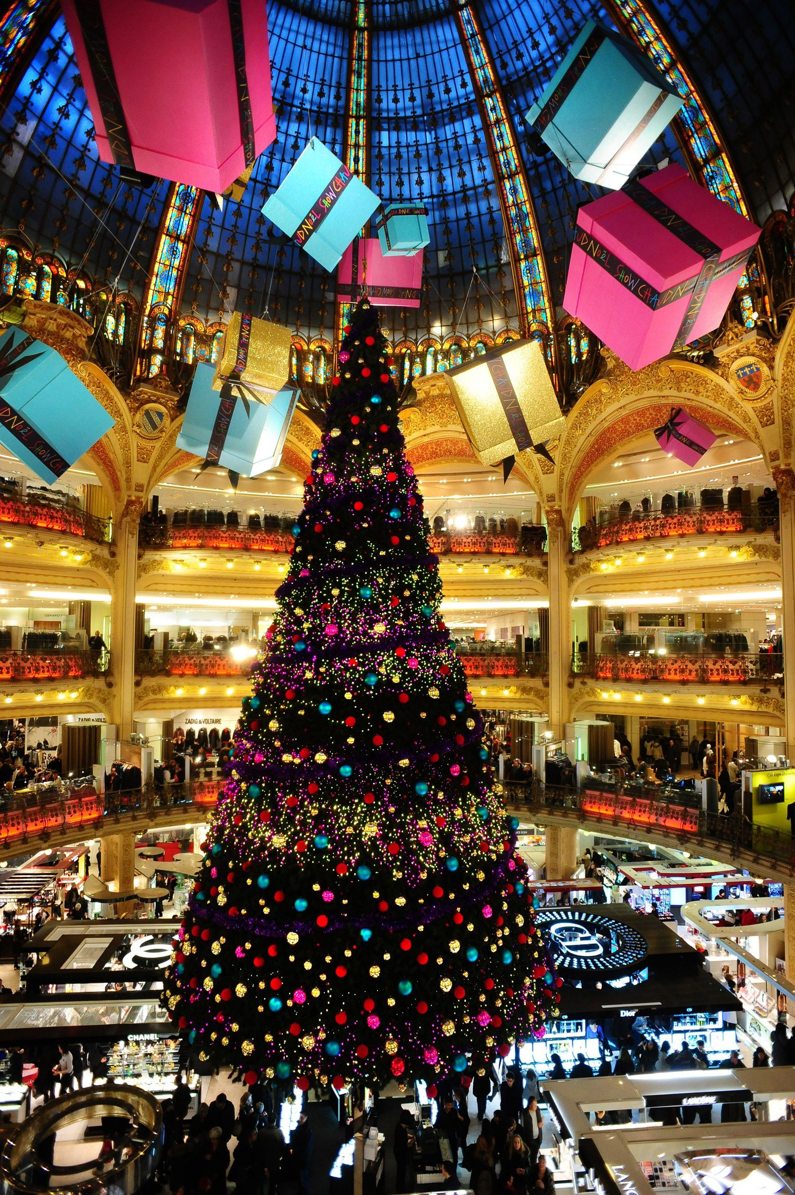 The Day Trips From Paris And Paris Tours Company Christmas In Paris Day Trip From Paris Holidays Around The World