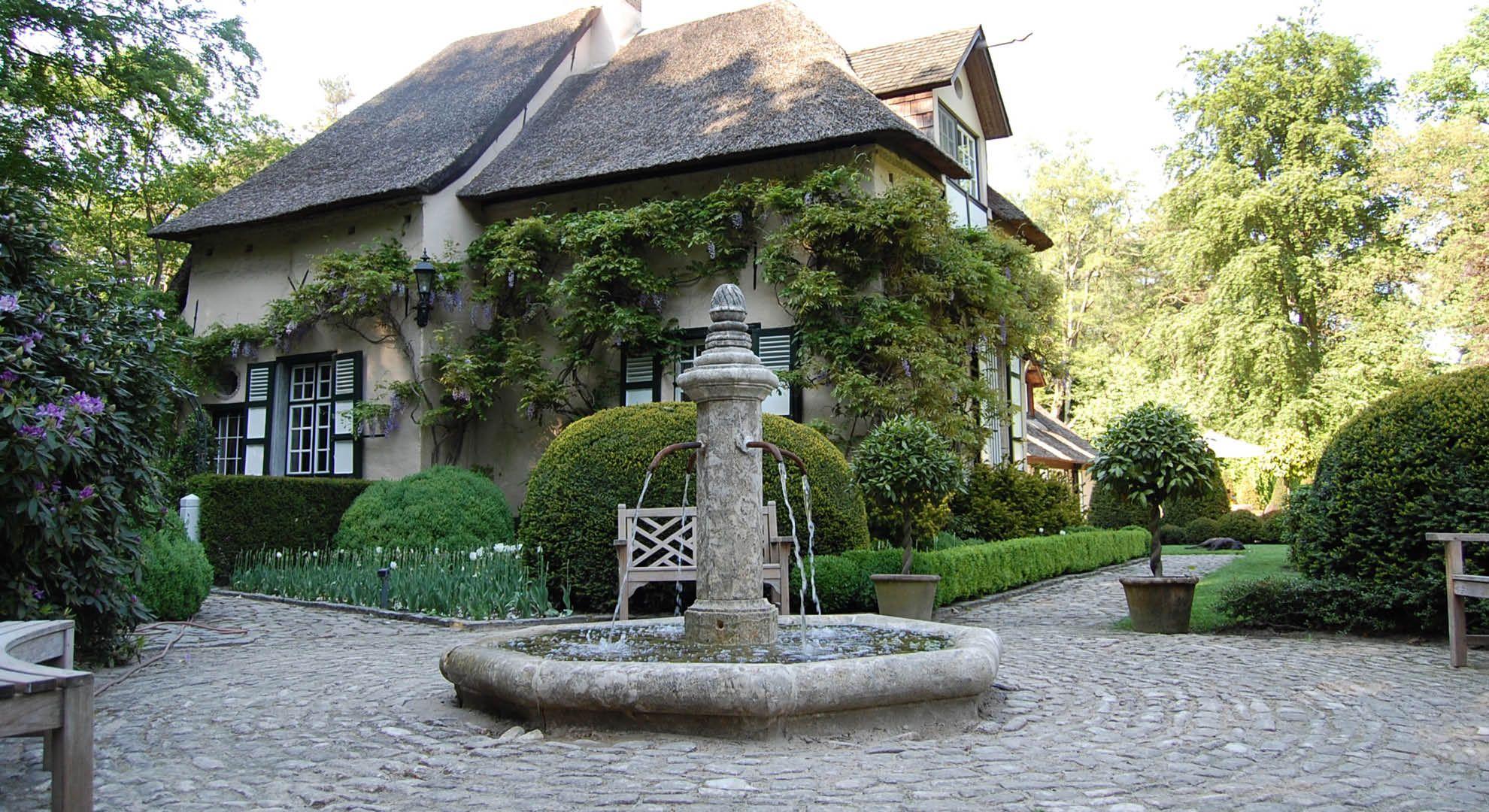 Rodenburg tuinen villatuin met waterelement bij historische villa