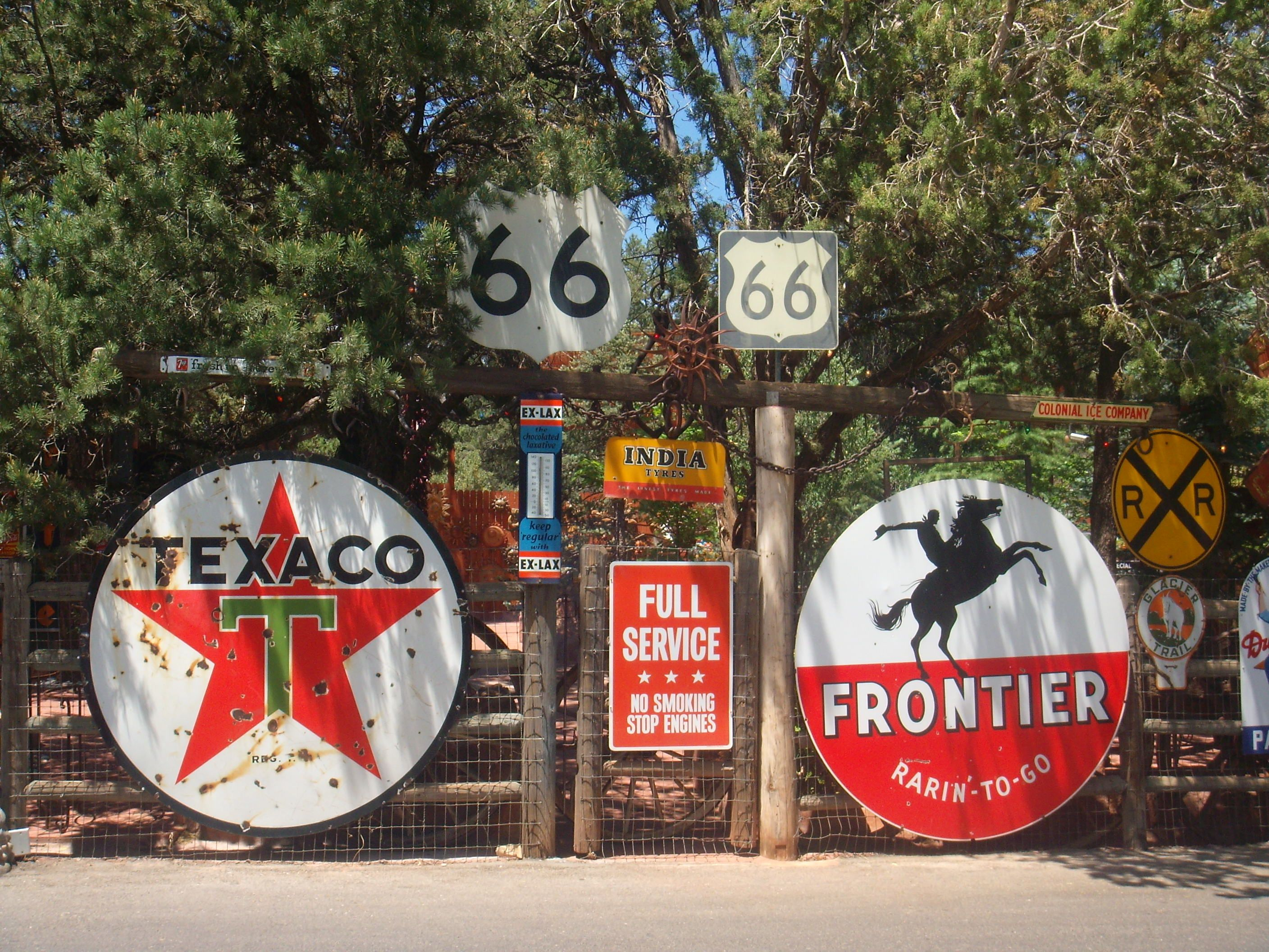 Lovely Old Signs In Sedona Az Old Gas Stations Old Signs