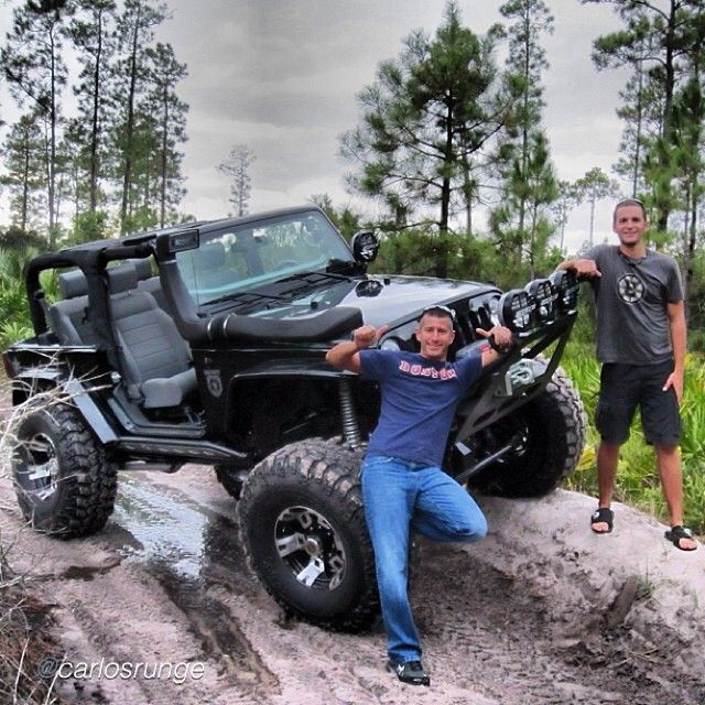 """TGIF MY FRIENDS !! Some DP action this morning #DoublePose by @carlosrunge """"you are already part of our family, only one week left to your next big step in life and event, congrats bro!!! @rypthomas  #jeep #jeepjk #jk #wrangler #wranglerjk #blackops #jeepbeef"""" #jeepbeefpose #Padgram"""