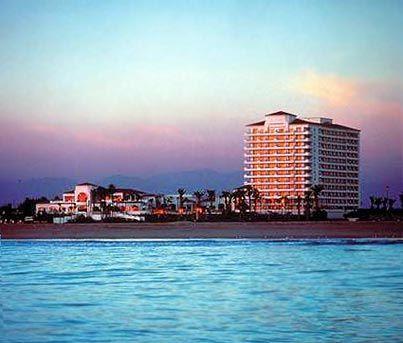 Hilton Waterfront Beach Resort - Weddings Venues & Packages in Huntington  Beach, CA