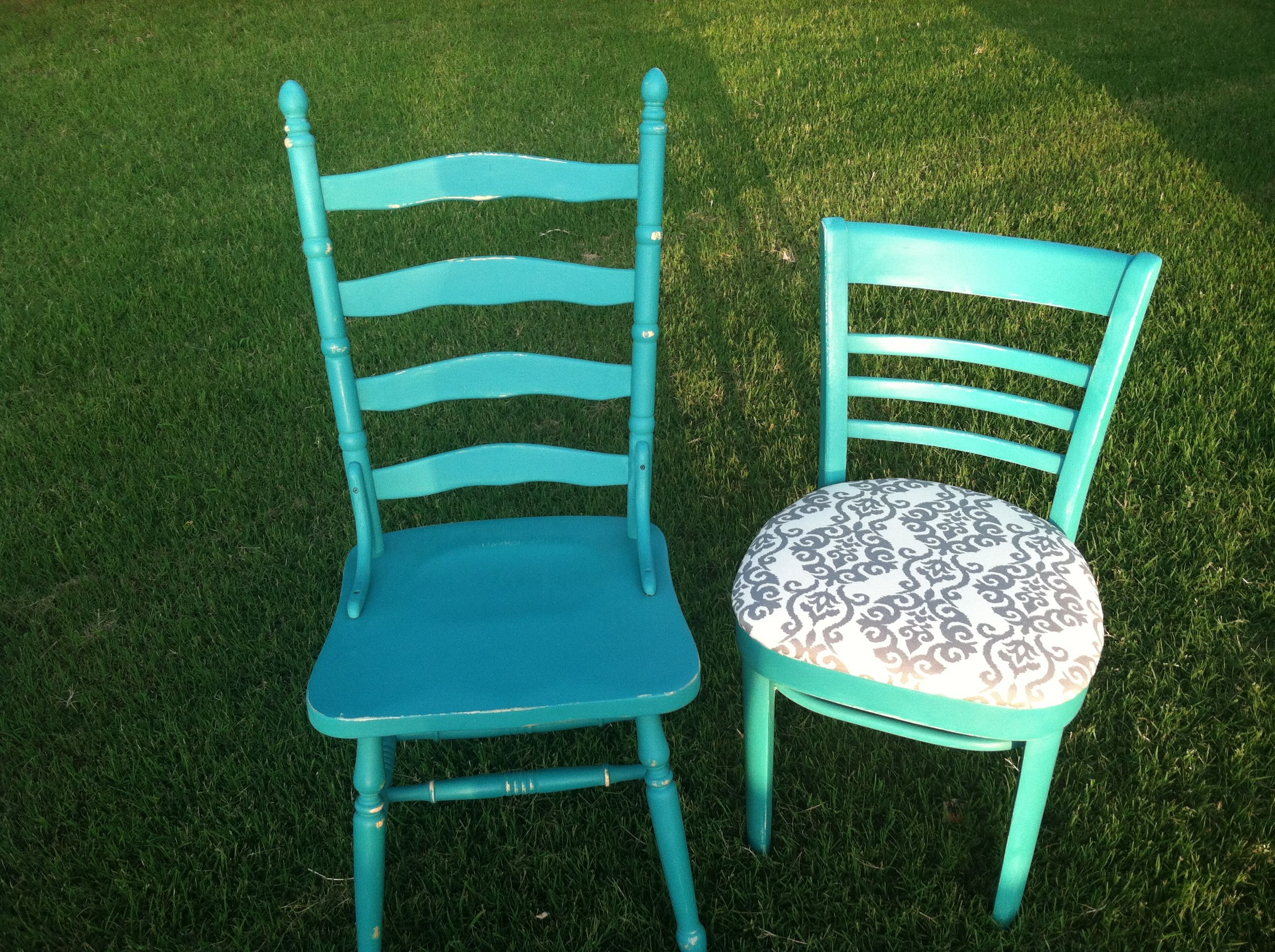 Gorgeous chairs painted in ASCP in Florence!  So fresh and pretty