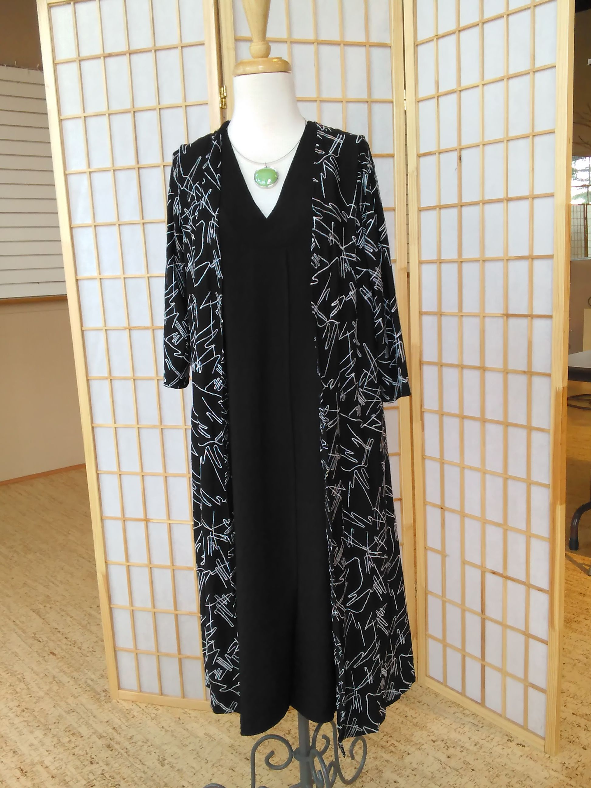 Such an elegant but easy duster with an allover embroidered zig