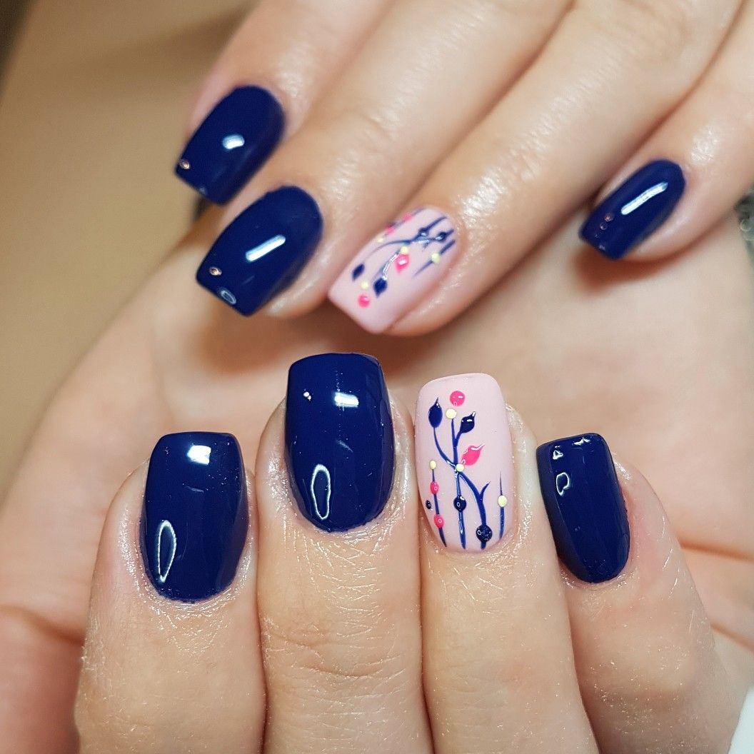 Very Pretty Blue Nails With Floral Designs Manicura De