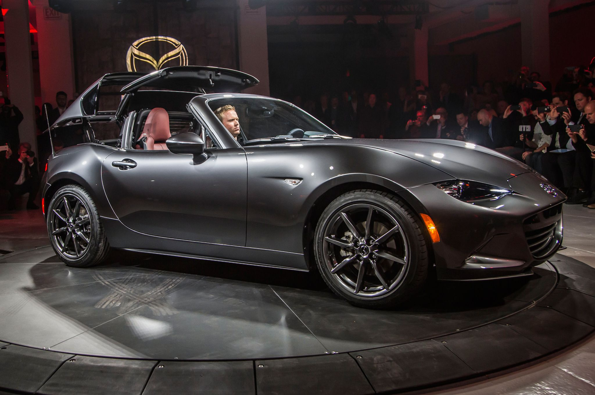 Mazda Debuts New Mx 5 With Retractable Hardtop Could This Get Any Better