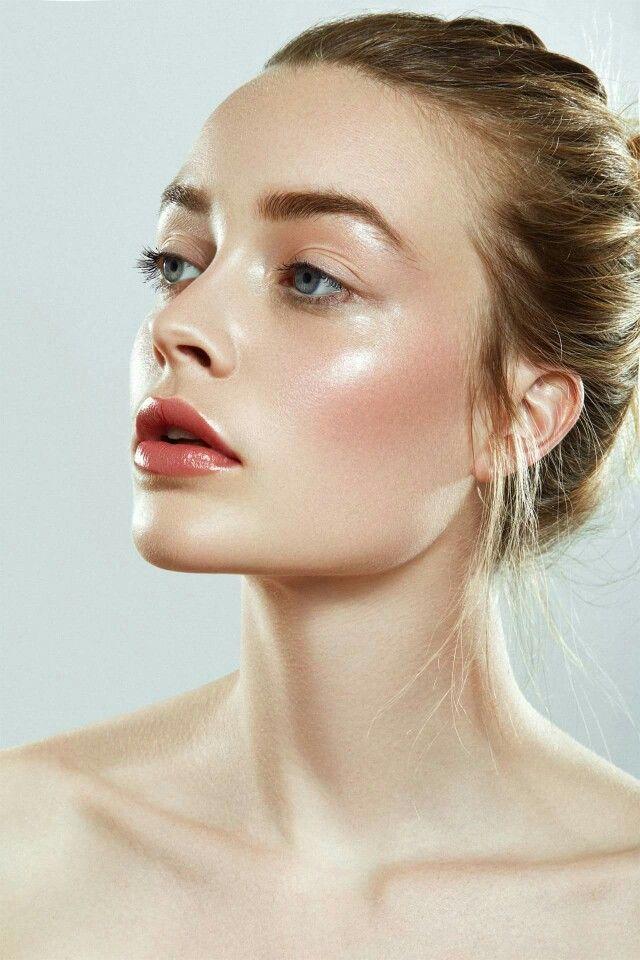 Makeup Natural Light Face Foundation Shiny Light Brown