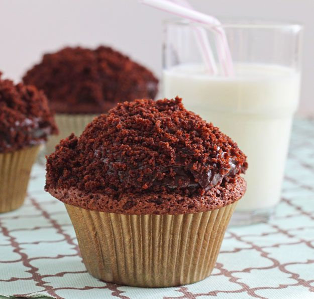 Black-Out Cupcakes! with Pudding Frosting. Yes, PUDDING frosting. Get it! @DessertForTwo