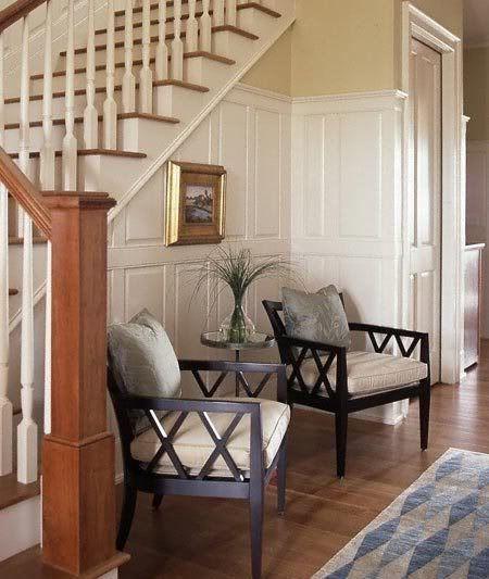 Dos silla y mesita auxilar para aprovechar la zona de la escalera ...