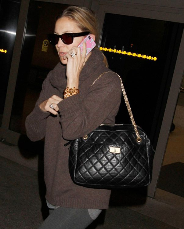 2759340d33f The Many Bags of Kate Hudson (17)   Purse Forum. Love the Chanel reissue  Camera Bag, the sweater, the glasses... yummy.