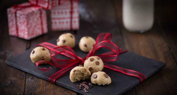 Ein gesundes Eiweiss Rezept - das sind die Keksteig-Bällchen im Mürbeteig-Stil. Ideal als kleine Aufmerksamkeit oder Snack für Zwischendurch