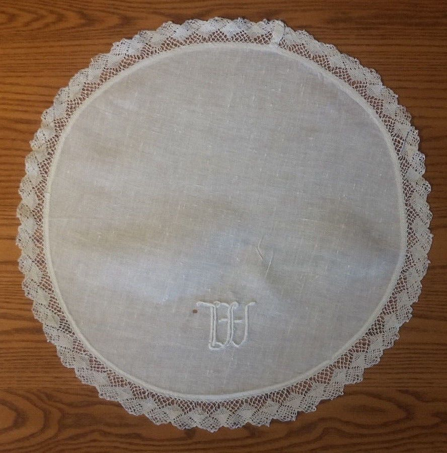 31inch Round Hand Crochet Tablecloth Ecru Vintage Lace Table Cloth Floral Doily