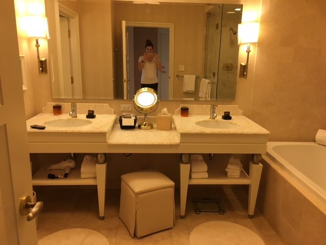 Where To Stay In Las Vegas Wynn Vs Aria Vs Mandarin Oriental Feathers And Stripes Wynn Hotel Las Vegas Vegas Hotel Hotel Bathroom