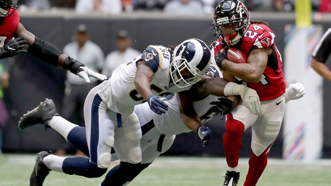 Falcons Freeman Ejected After Donald Scuffle Devonta Freeman Falcons Neck Injury