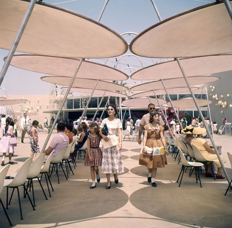 That Day In When Disneyland First Opened Its Doors - 18 amazing rare colour photos disneyland 1955