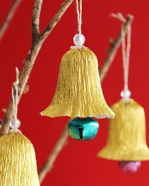 Delightful paper bells to hang from your Christmas tree!