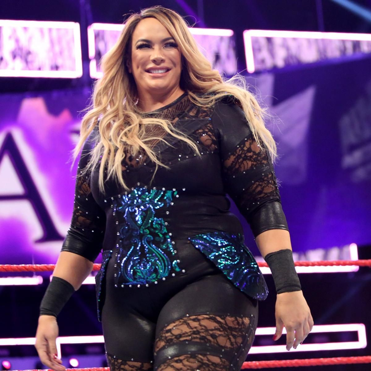 Photos Moon And Jax Slug It Out One Night After Colliding In Women S Battle Royal Nia Jax Wwe Womens Wwe Women S Division