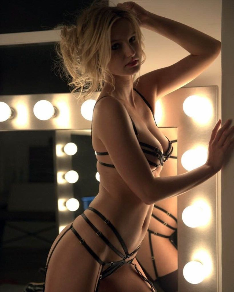 Paparazzi Topless Abigail Lopez naked photo 2017