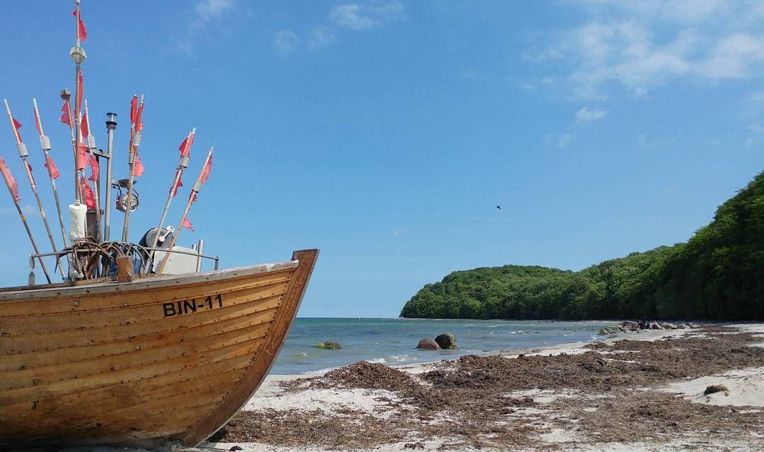 Row row row your boat . . . #TheIsland #Island #Beach #BeachLife #Visit_Germany #Ig_Germany #Visit_Rügen #Rügen #Binz #MeckPomm #MecklenburgVonPommeren #Tourist #TouristLife #Boat