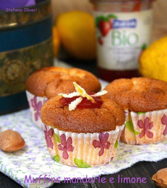Muffin mandorle, limone e marmellata di fragole bio senza grassi aggiunti // fat free almond, lemon and strawberry jam muffins