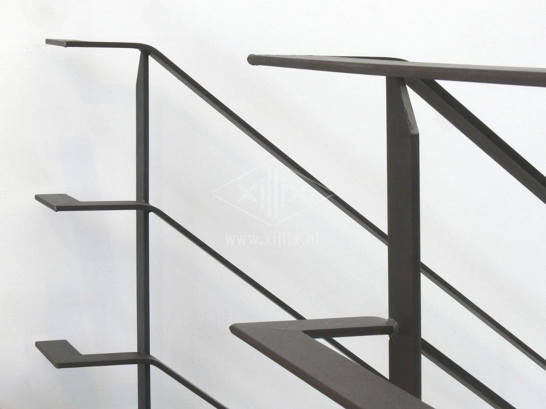 Balustrade van blauw stalen strip balustrades we 39 ve made for Balustrade trap