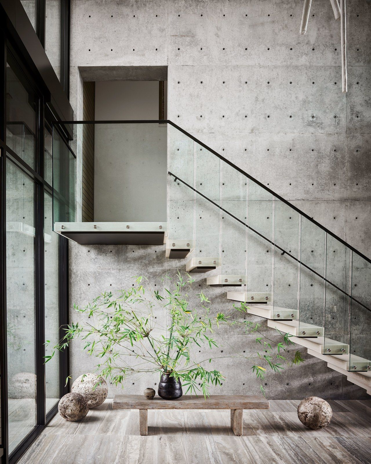 Step Inside Maria Sharapova S Sun Drenched L A Home With Images Minimalist Architecture Celebrity Houses Concrete Interiors