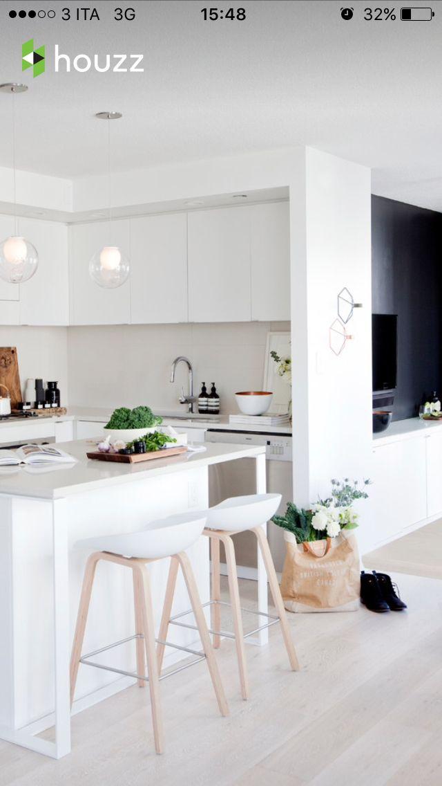 Cucina bianca stile nordico Piccole cucine con isola