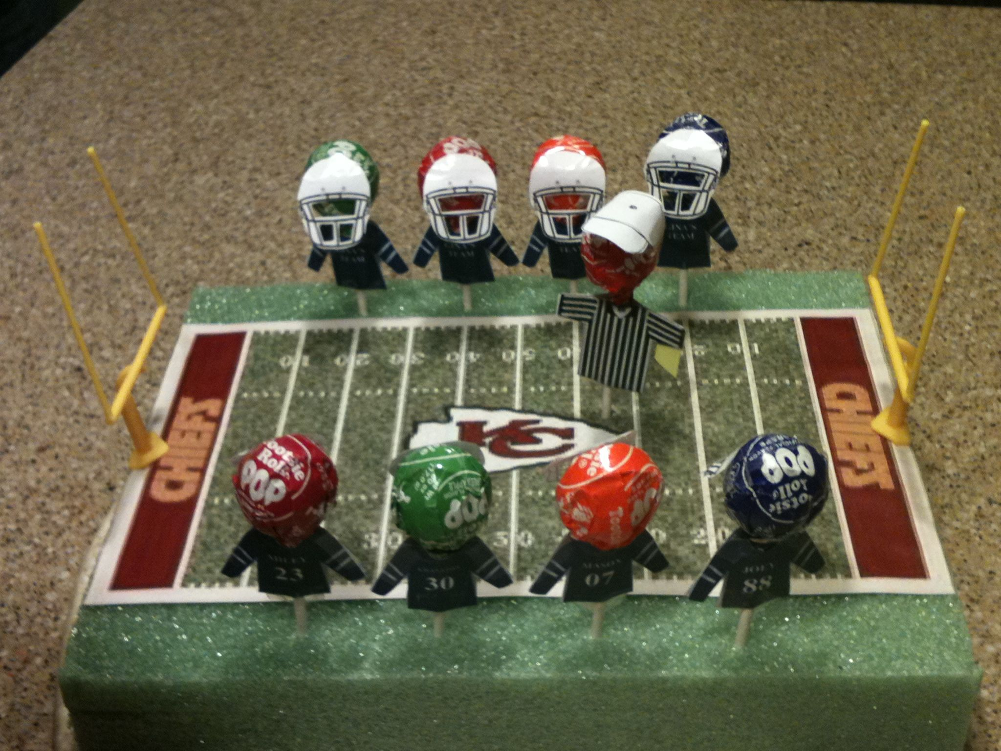 foto de Valentine football treats Tootsie pops card stock jerseys and helmets Also made a field out