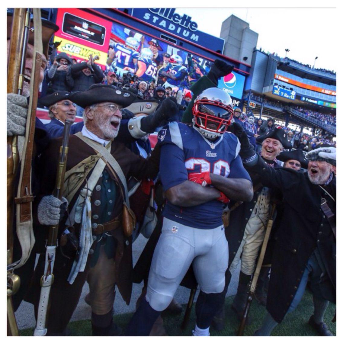 L Blount And The Minutemen New England Patriots Patriots Football Memes