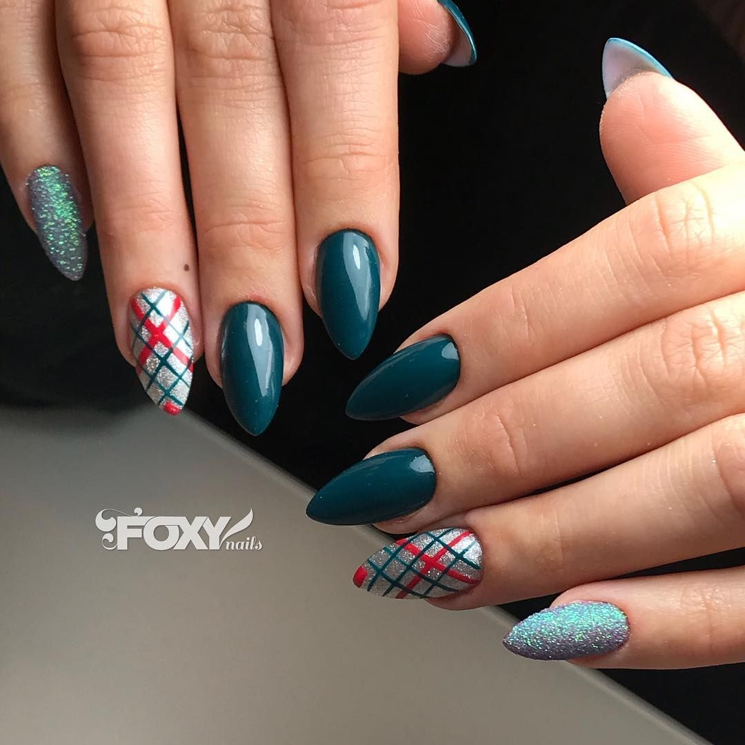 Just 17 days left until Christmas🌲🎁 Foxy Nails will be open ...