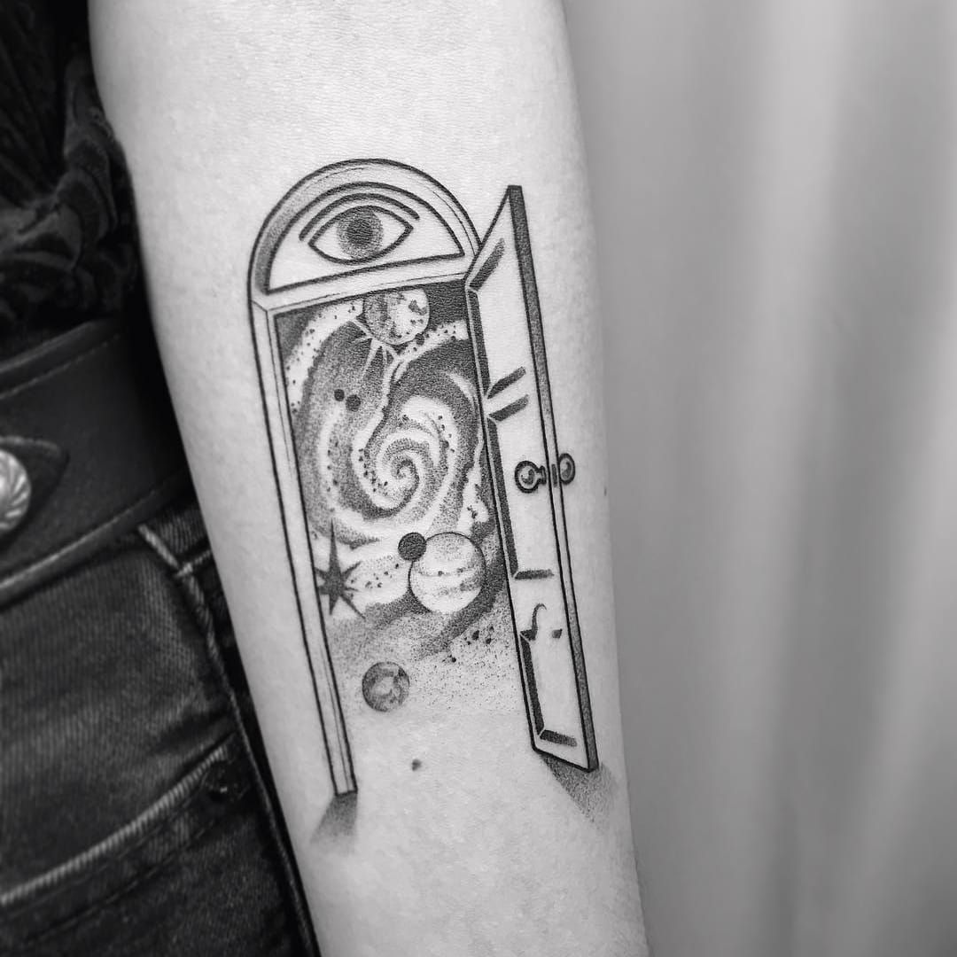Tattoo By Ciotka Zu Ciotkazu Portaltattoos Portaltattoo Portal Space Spacetravel Door Magic Illustrative Dotwork Tattoos Space Tattoo Planet Tattoos