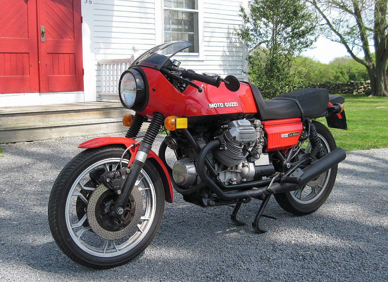 http://onlymotorbikes.com/public/83/moto-guzzi-le-mans-1000-1990-moto.jpeg