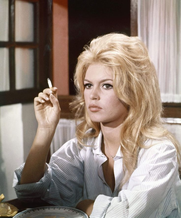 15 Iconic 70s Hairstyles Every Women Wanted To Try Hairdo Hairstyle In 2020 Bardot Hair 70s Hair Bardot Style