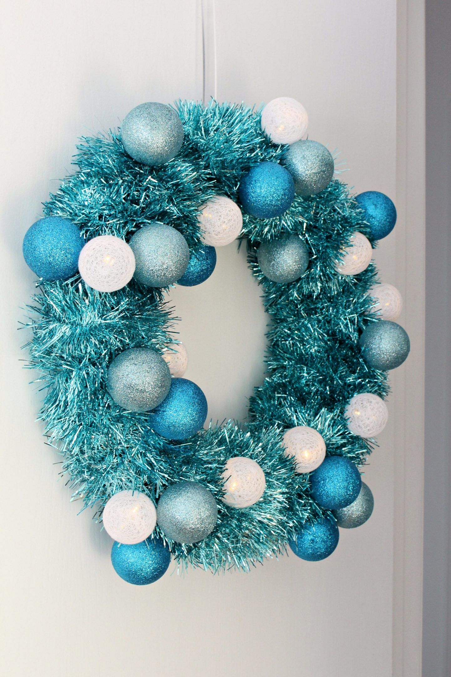 DIY Tinsel Wreath with Retro Vibes (With images) Tinsel