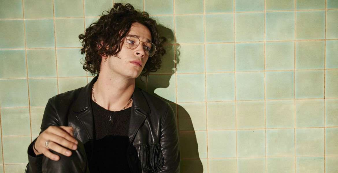 Matty Healy Curly Hair The 1975 The 1975 Matthew Healy Curly Hair Styles