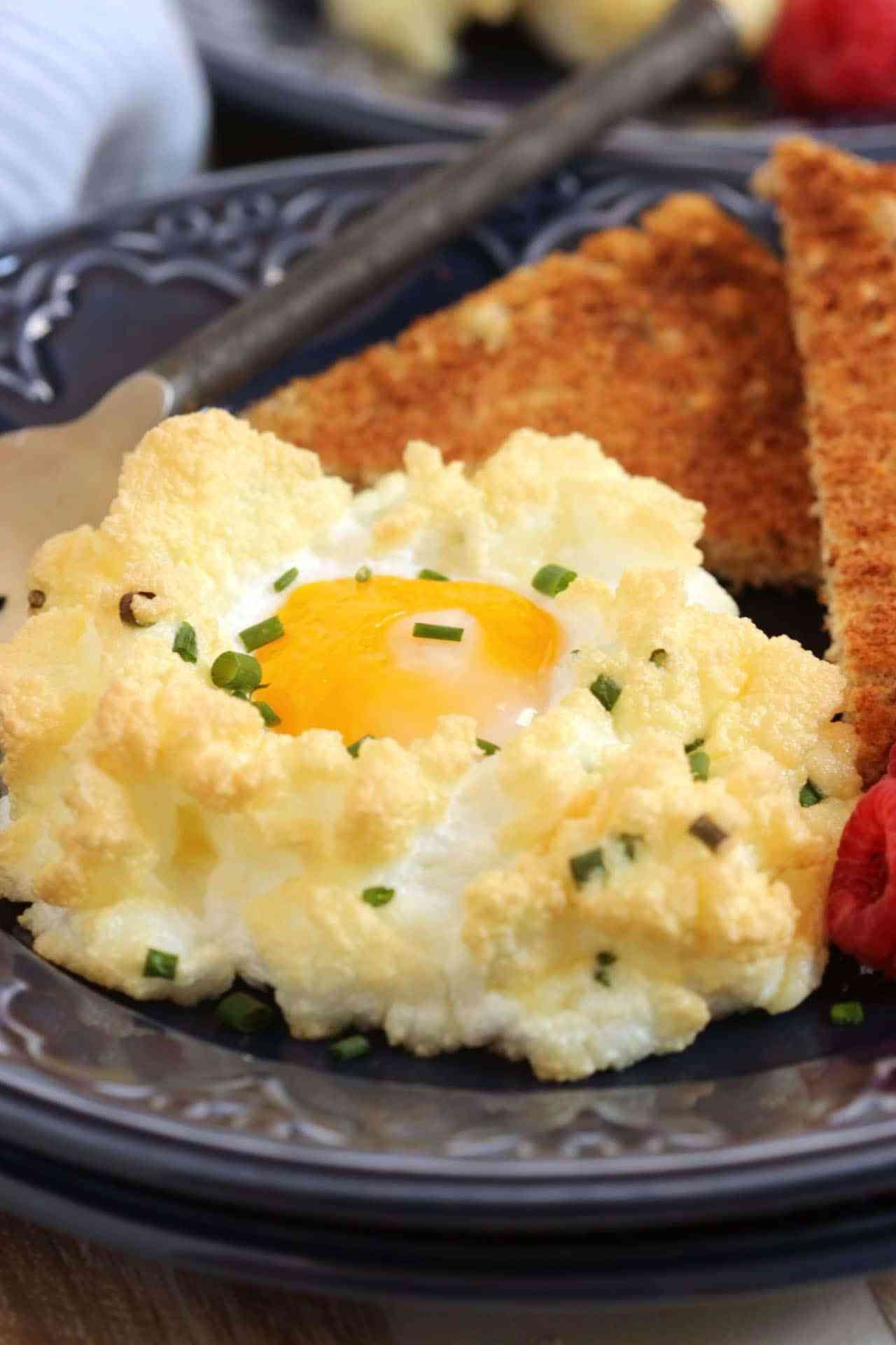 Eggs in a Cloud with Cheddar and Chives - The Suburban Soapbox #cloudeggs