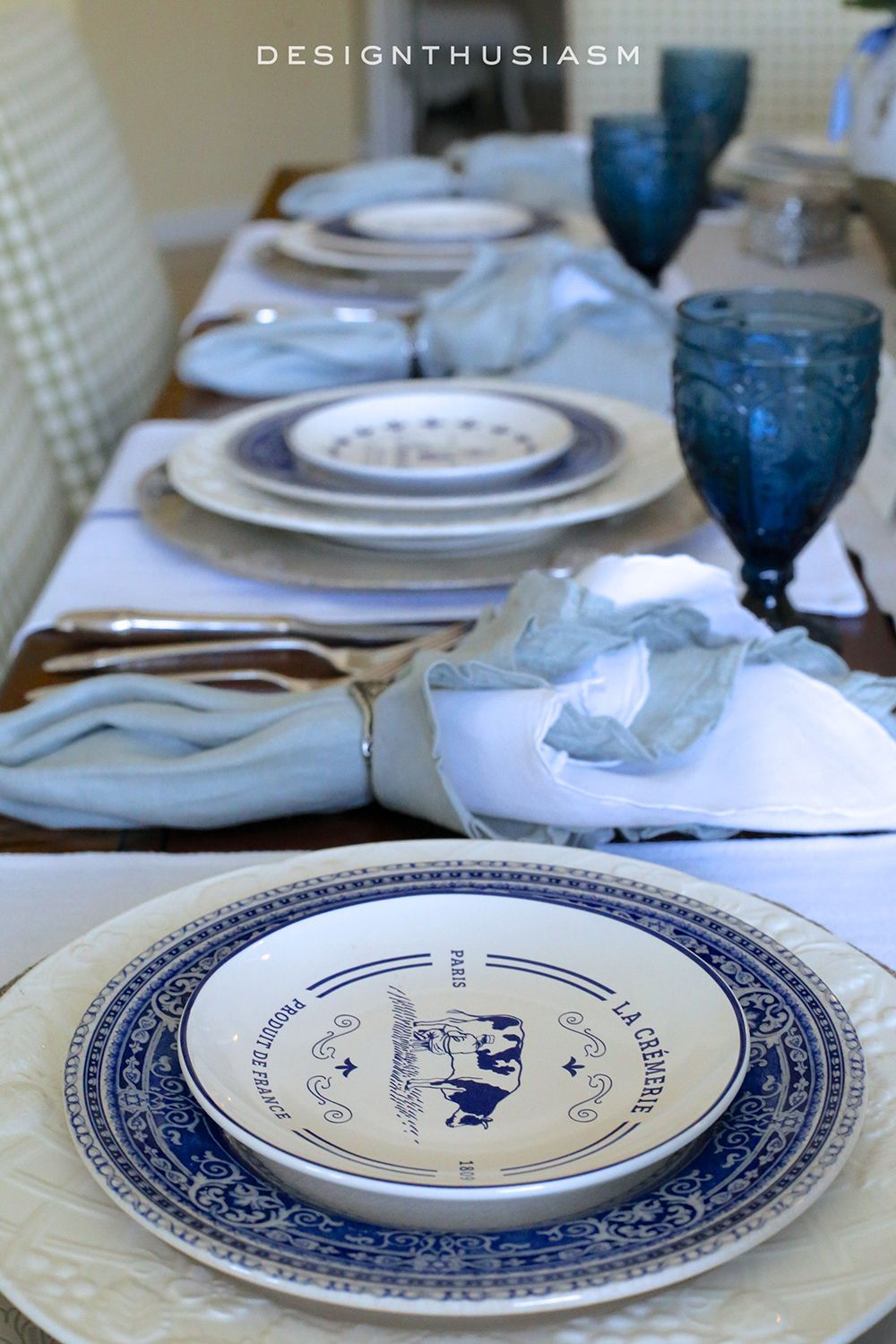 Blue and White French Country Tablescape | Using French plates and country elements in a holiday table setting | #Designthusiasm & Country French Blue and White Tablescape | Country french ...