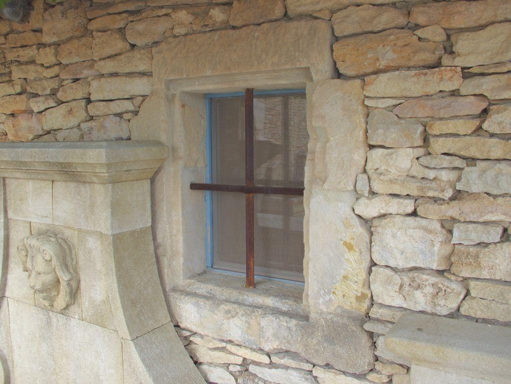 encadrement de fenetre en pierre ancienne materiaux anciens. Black Bedroom Furniture Sets. Home Design Ideas