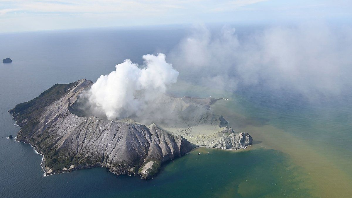 Mindestens Funf Tote Nach Vulkanausbruch Neuseeland Vulkane Vulkan