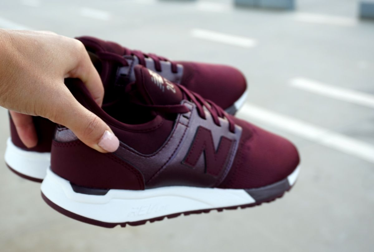 8386122a56 New Balance 247 HK Burgundy Sneakers Maszapatillas Autumn looks ...