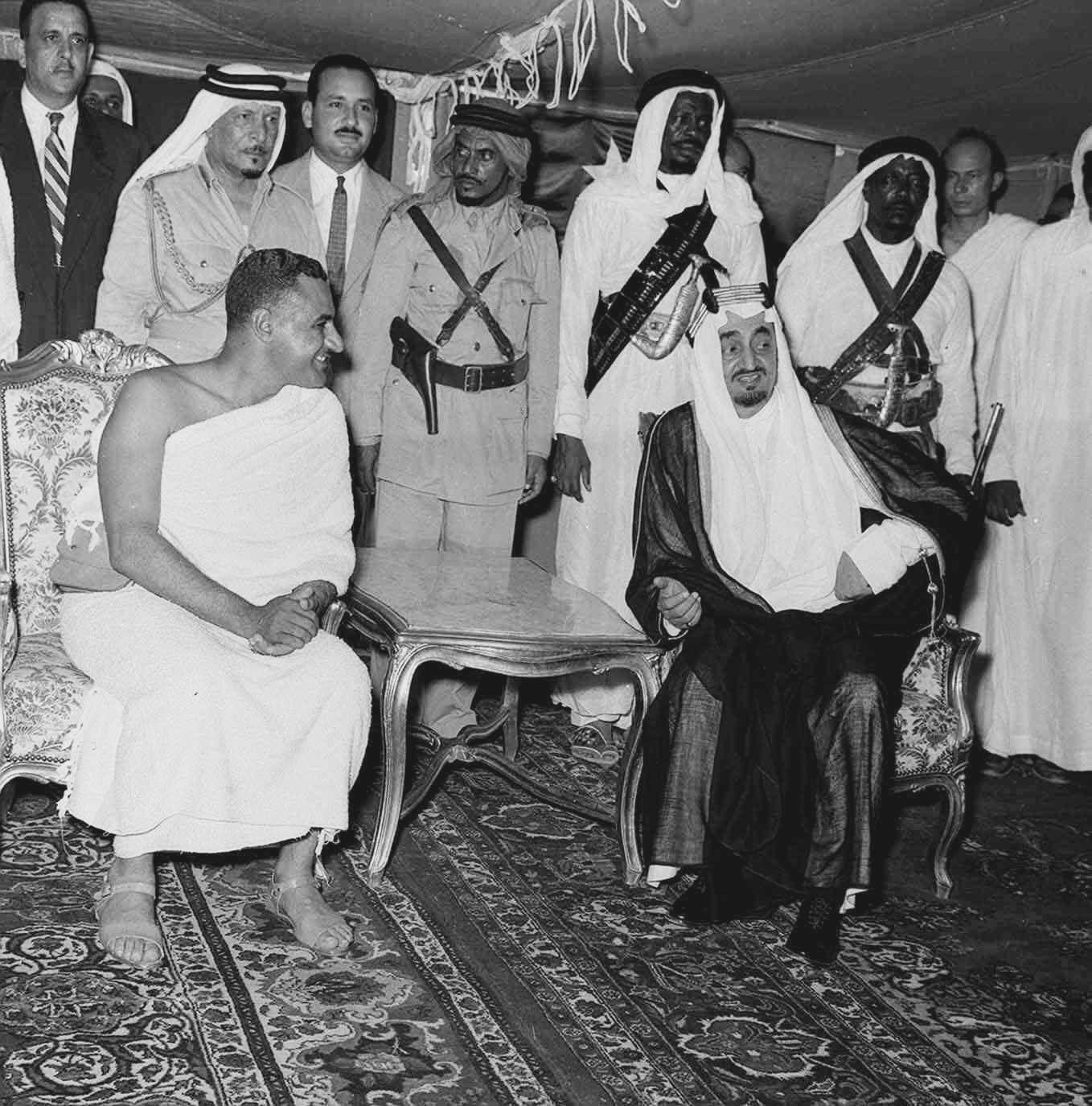 الزعيم جمال عبد الناصر بملابس الإحرام و الملك فيصل بن عبد العزيز Gamal Abdel Nasser King Faisal Egypt