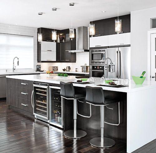 magie noire et blanche dans la cuisine armoires armoire. Black Bedroom Furniture Sets. Home Design Ideas