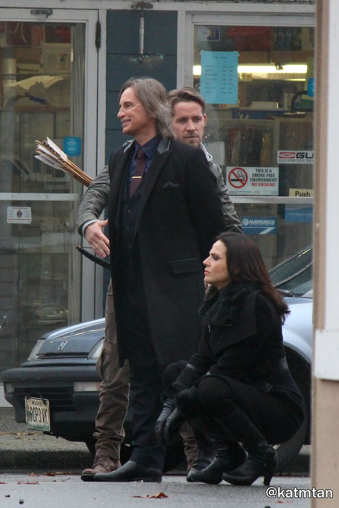 """Lana Parilla, Robert Carlyle and Sean Maguire - Behind the scenes - 5 * 12 """"Souls of the Departed"""" - 4 November 2015"""