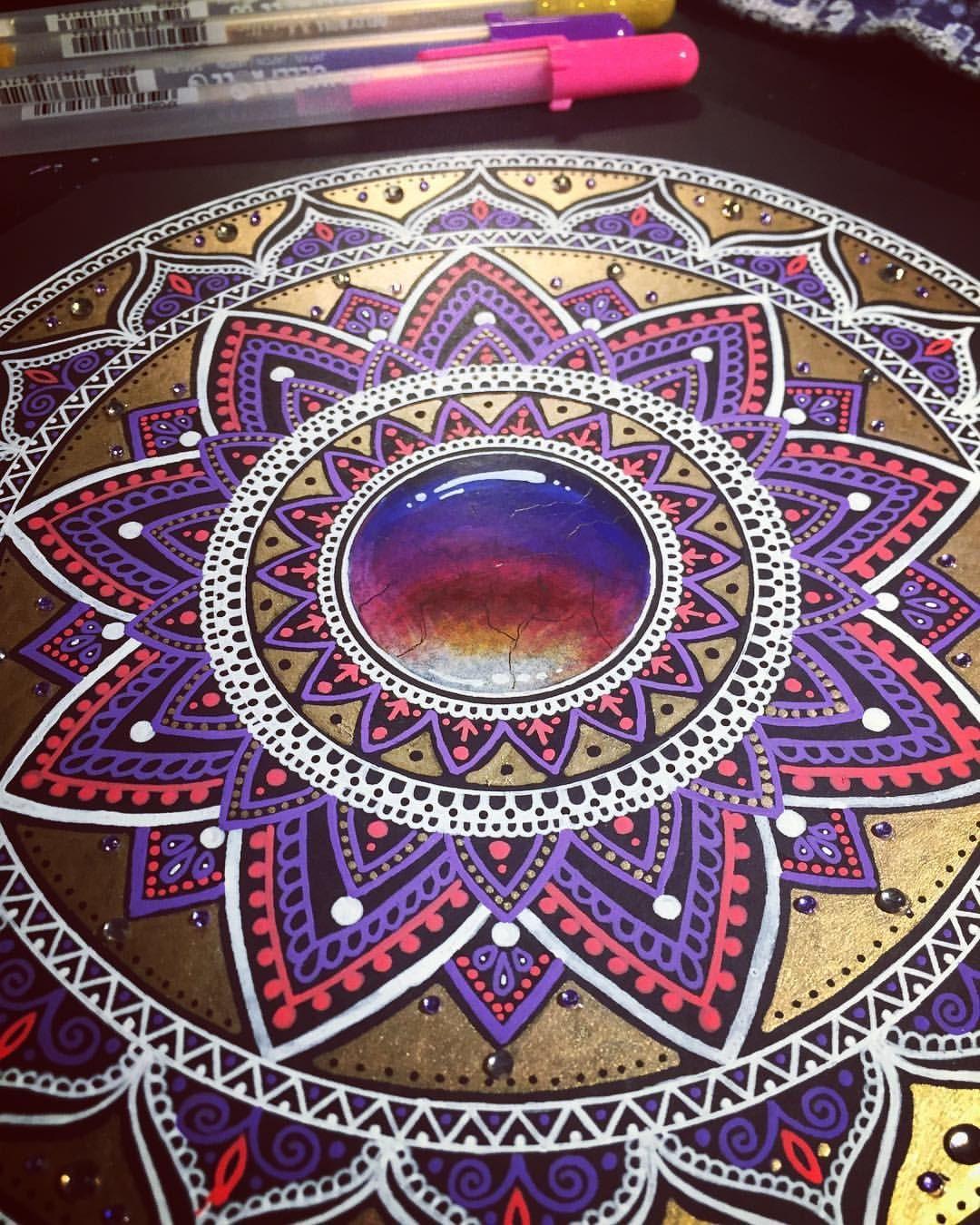 623 Likes 15 Comments Kat Kat Dunlop On Instagram Metallic Mandala Gold Prismacolor Prismacolorpencils Mandala M Mandala Doodle Mandalas Farben