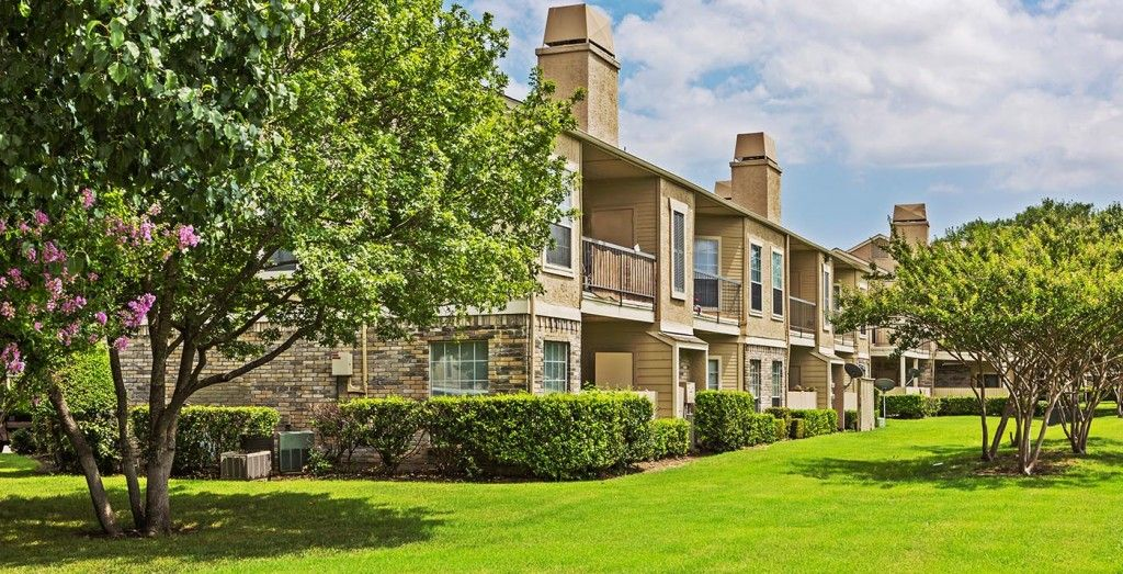 Waterford On The Meadow Pet Friendly Apartments House Styles Apartment